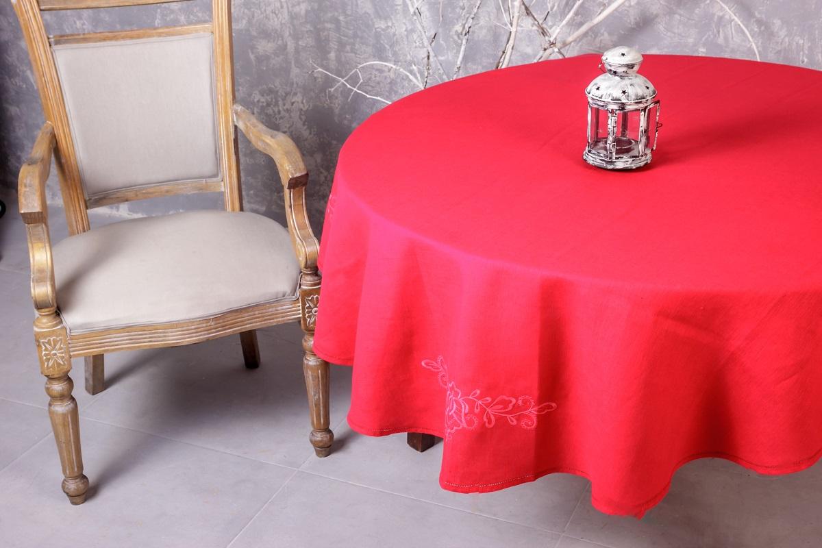 Скатерть овальная с вышивкой Гаврилов-Ямский Лен, 150x180 см. 10со612810со6128Классическая овальная скатерть из натурального льна с вышивкой - станет нарядным украшением любого стола! Лён - поистине, уникальный природный материал, экологичнее которого сложно придумать. История льна восходит к Древнему Египту: в те времена одежда из льна считалась достойной фараонов! На Руси лён возделывали с незапамятных времен - изделия из льняной ткани считались показателем достатка, а льняная одежда служила символом невинности и нравственной частоты. Изделия из льна обладают уникальными потребительскими свойствами: льняное постельное белье даст вам ощущение прохлады в жаркую ночь и согреет в холода, скатерти из натурального льна придадут вашему дому уют и тепло натурального материала, а льняные полотенца порадуют вас невероятно долгим сроком службы на вашей кухне!