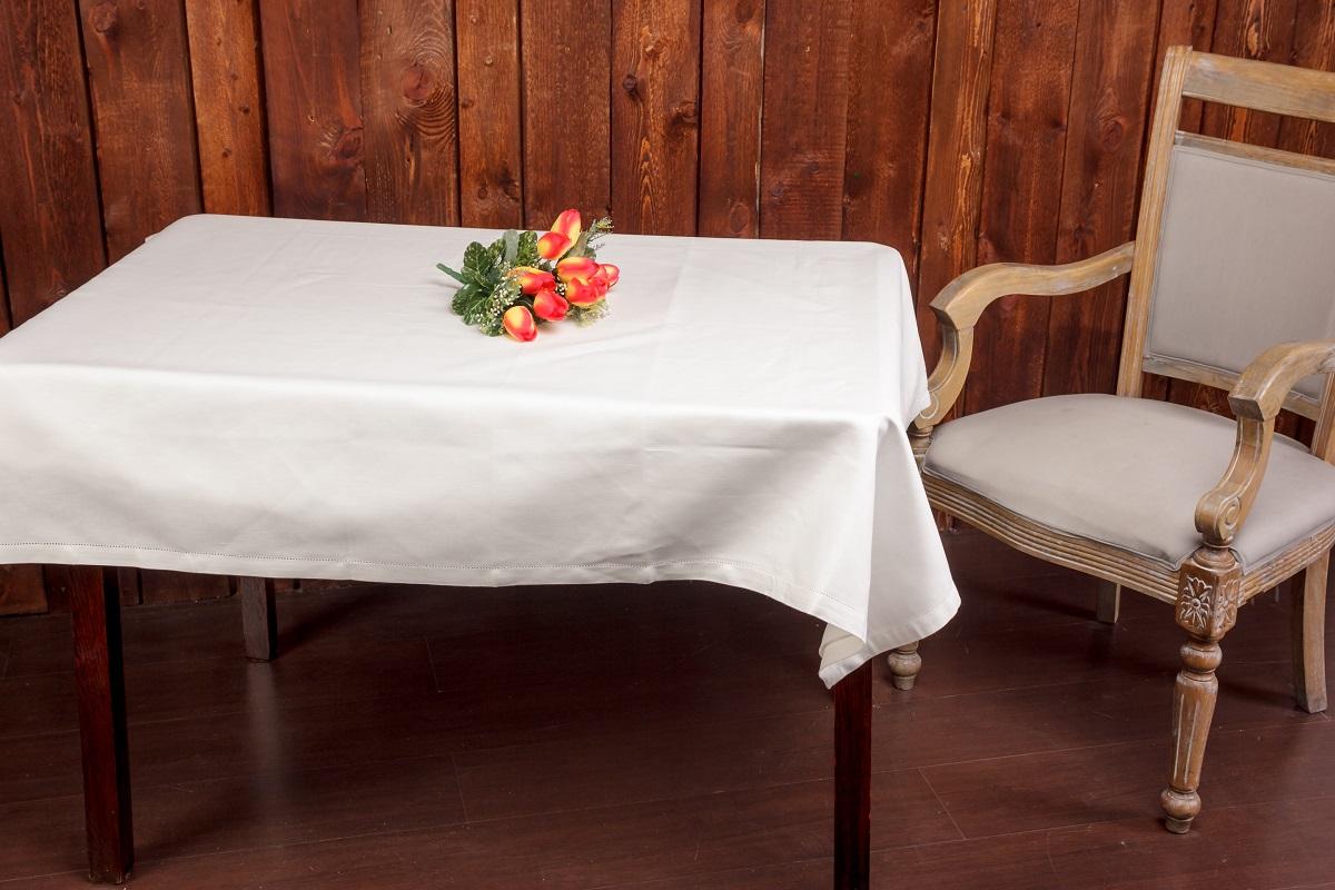 Скатерть жаккардовая Гаврилов-Ямский Лен, 140x250 см. 6со6164-16со6164-1Роскошная жаккардовая скатерть из льна и хлопка. Ажурная отделка по краю. Лён - поистине, уникальный природный материал, экологичнее которого сложно придумать. История льна восходит к Древнему Египту: в те времена одежда из льна считалась достойной фараонов! На Руси лён возделывали с незапамятных времен - изделия из льняной ткани считались показателем достатка, а льняная одежда служила символом невинности и нравственной частоты. Изделия из льна обладают уникальными потребительскими свойствами: льняное постельное белье даст вам ощущение прохлады в жаркую ночь и согреет в холода, скатерти из натурального льна придадут вашему дому уют и тепло натурального материала, а льняные полотенца порадуют вас невероятно долгим сроком службы на вашей кухне!
