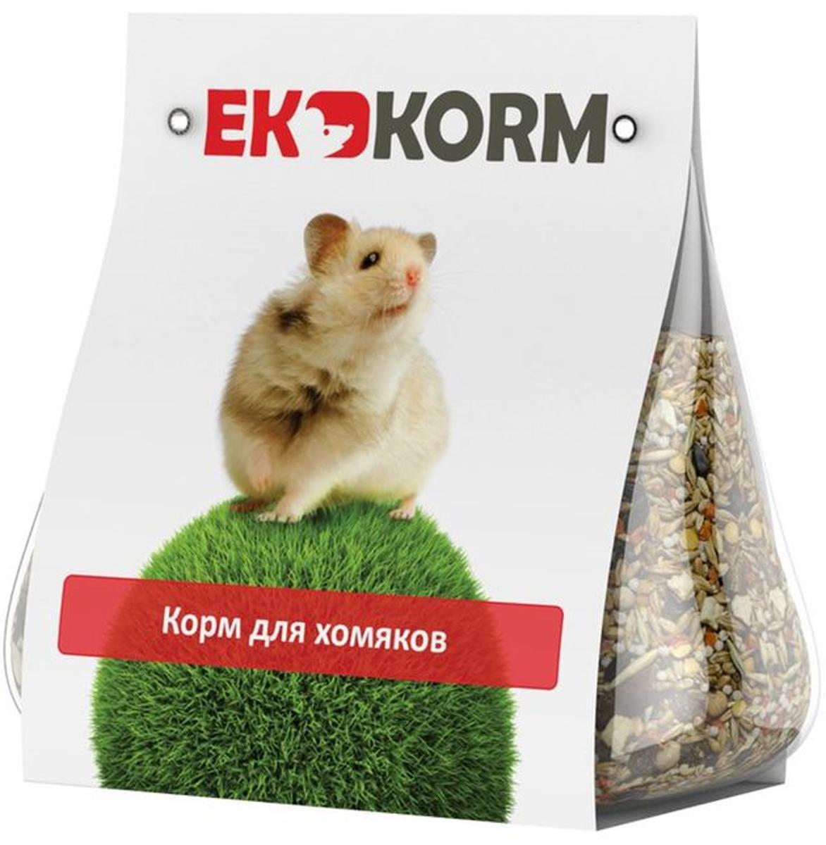 Корм для хомяков Ekkorm, 400 г500404004Корм для хомяков Ekkorm является сбалансированным кормом для всех видов хомяков. Основу рациона для хомяков составляет пшеница, зерна которой прекрасно усваиваются организмом. Воздушный рис богат витаминами группы B, важными для нервной системы хомяков. Чечевица - отличный источник клетчатки, понижает уровень холестерина в крови, улучшая работу кишечника. Изюм содержит большое количество минеральных солей, витаминов и органических кислот, помогает при заболеваниях почек и сердца. Юкка шидигера содержит натуральные вещества для укрепления иммунитета. Состав: пшеница твердая, ячмень, рис воздушный, нут, овес лущеный, чечевица, горох плющенный лущеный, семя подсолнечника черное, очищенный арахис, фундук дробленый, морковь сушеная, яблоко сушеное, изюм, гранулы травяной муки, юкка шидигера, соль йодированная. Пищевая ценность в 100 г продукта: сырой протеин - не менее 11,5 г, сырой жир - не более 6,0 г, сырая клетчатка - не более 7,5 г, влага - не...