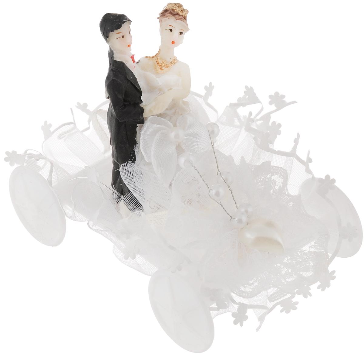 Свадебная фигурка на торт Принт Торг Жених и невеста на машине, высота 6,5 см94.006FФигурка Принт Торг Жених и невеста на машине прекрасно подойдет для оформления свадебного торта. Украшение выполнено в виде молодоженов на машине. Такая фигурка подчеркнет индивидуальность вашей пары и станет приятным воспоминанием о торжестве.