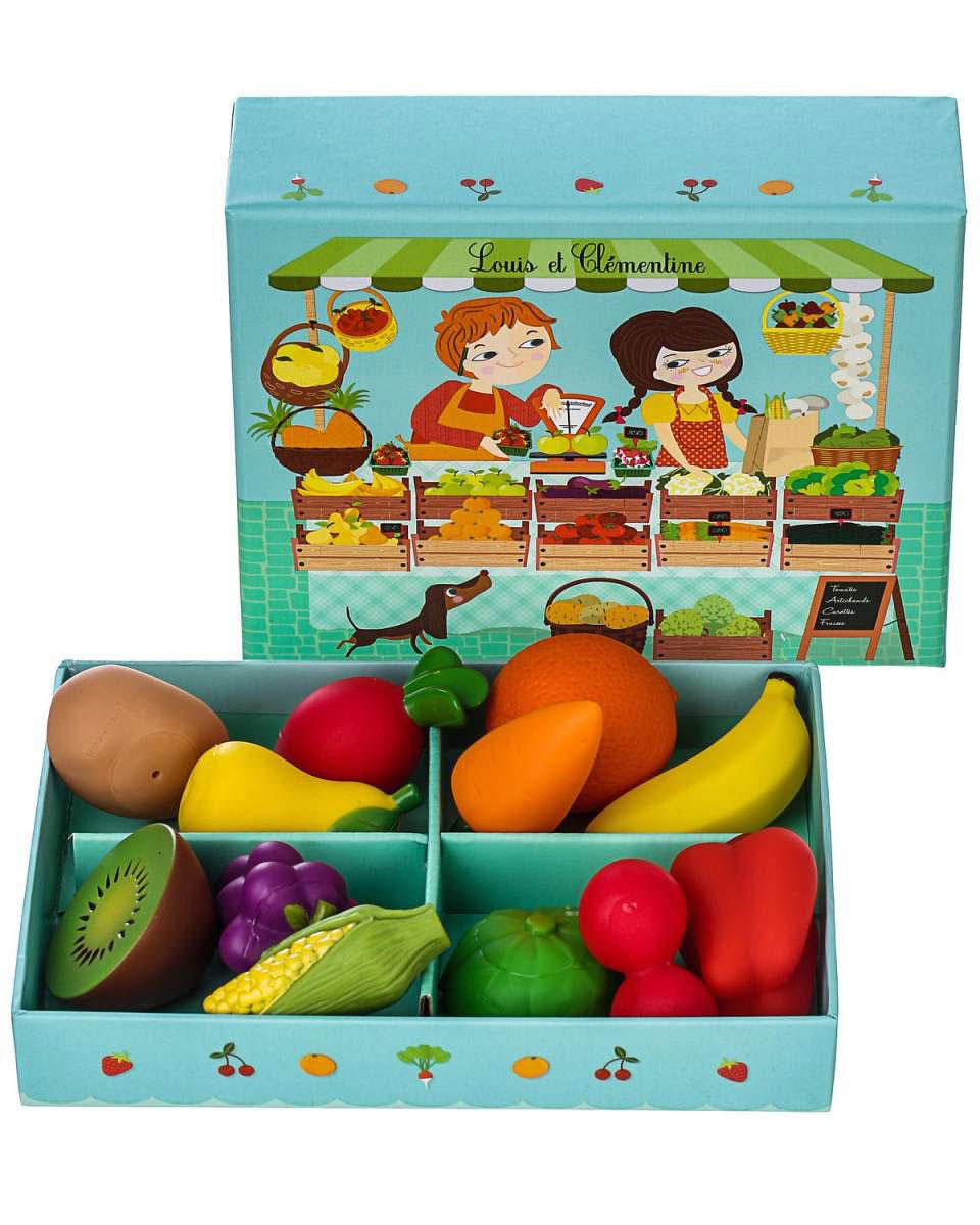Djeco Игрушечный набор продуктов Луис и Клементина06621Добро пожаловать в овощную лавку Луис и Клементина! Здесь ребенок найдет много разнообразных овощей и фруктов - морковку, капусту, апельсин, кукурузу, виноград и прочее. Игрушечный набор продуктов Djeco Луис и Клементина позволяет детям придумывать множество интересных игр - в магазин, в ресторан и многое другое.