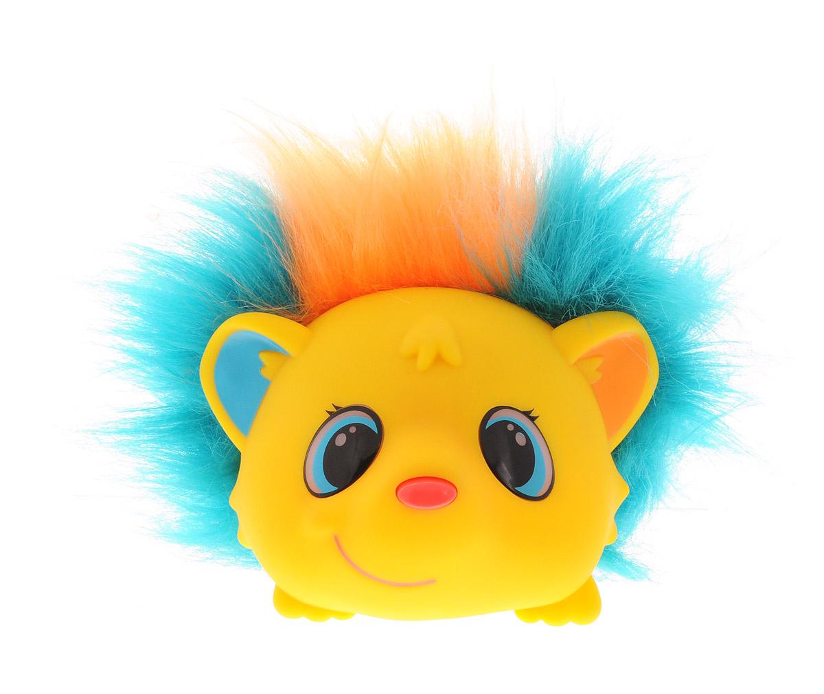ZanZoon Интерактивная игрушка Ежкины сказки16558Интерактивная игрушка ZanZoon Ежкины сказки в виде веселого желтого ежика не просто рассказывает сказки, а приглашает всех желающих помочь придумать новые! Нажимая на ушки или носик ежика, можно выбрать один из трех вариантов развития сюжета: всего получается 56 историй, каждая длительностью около 3 минут. 20 любимых сказок ежик может запомнить и рассказать заново. Вместо иголок у ежика лихая разноцветная шевелюра, так что никто не уколется, слушая сказку. Интерактивная игрушка ZanZoon Ежкины сказки помогает развитию детского воображения. Кто знает, вдруг малыш настолько полюбит придумывать истории, что решит стать писателем или киносценаристом? Для работы игрушки необходимы 3 батарейки типа ААА напряжением 1,5V (товар комплектуется демонстрационными).