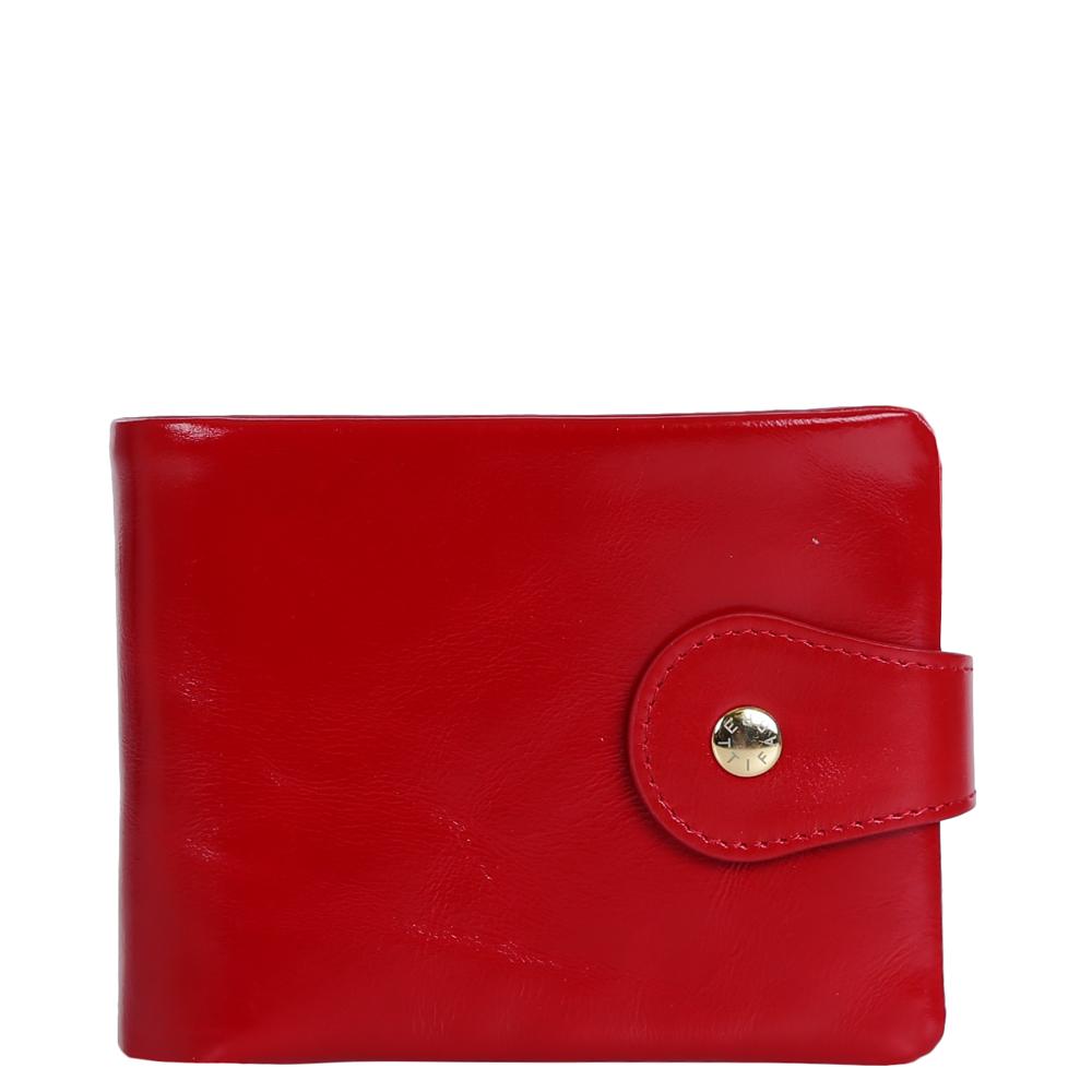 Кошелек женский Fabretti, цвет: красный. 1510403-red1510403-redКомпактный, но в тоже время очень вместительный кошелек от итальянского бренда Fabretti выполнен из натуральной мягкой кожи. Изысканный и насыщенный красный цвет и яркая фурнитура под золото превращают кошелек не только в удобный, но и в элегантный и модный аксессуар. Внутри модели находятся два отделения для купюр. Вы сможете разместить свои дисконтные и кредитные карты с помощью 8 отделений, а также носить с собой любимую фотографию, также дизайнеры разместили вместительный карман для мелочи на клапане. Кошелек закрывается на прочную заклепку.
