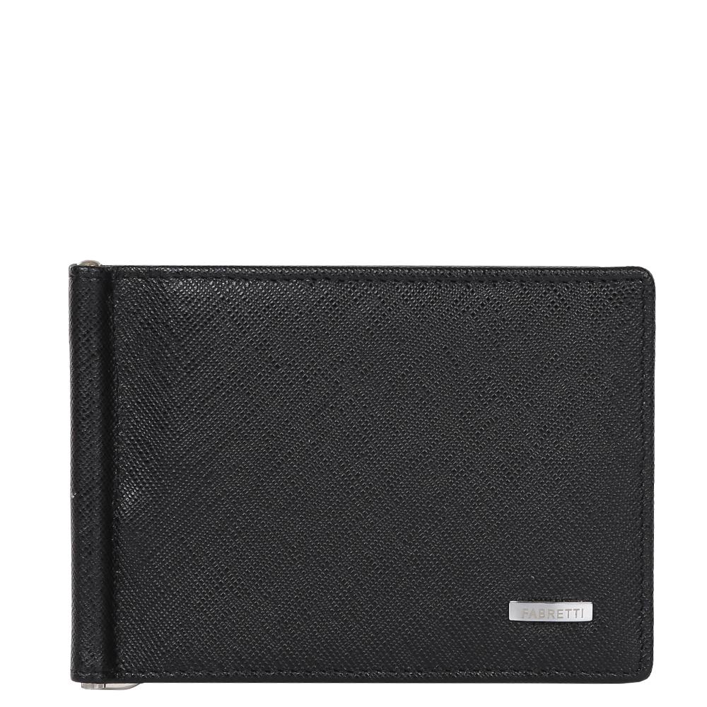 Зажим для денежных банкнот мужской Fabretti, цвет: черный. 32006-black saf32006-black safКлассический мужской кошелек от итальянского бренда Fabretti выполнен из натуральной мягкой кожи с изысканным тиснением сафьяно. Классический черный цвет и фурнитура, выполненная в серебряном цвете, превратили аксессуар в модное изделие, которое подчеркнет ваше уникальное чувство стиля. Внутри находится 1 отделение для купюр. Вы с легкостью сможете расположить 8 дисконтных и кредитных карточек, а также всю мелочь с помощью удобного кармана на тыльной стороне модели. Кошелек закрывается на прочную застежку.