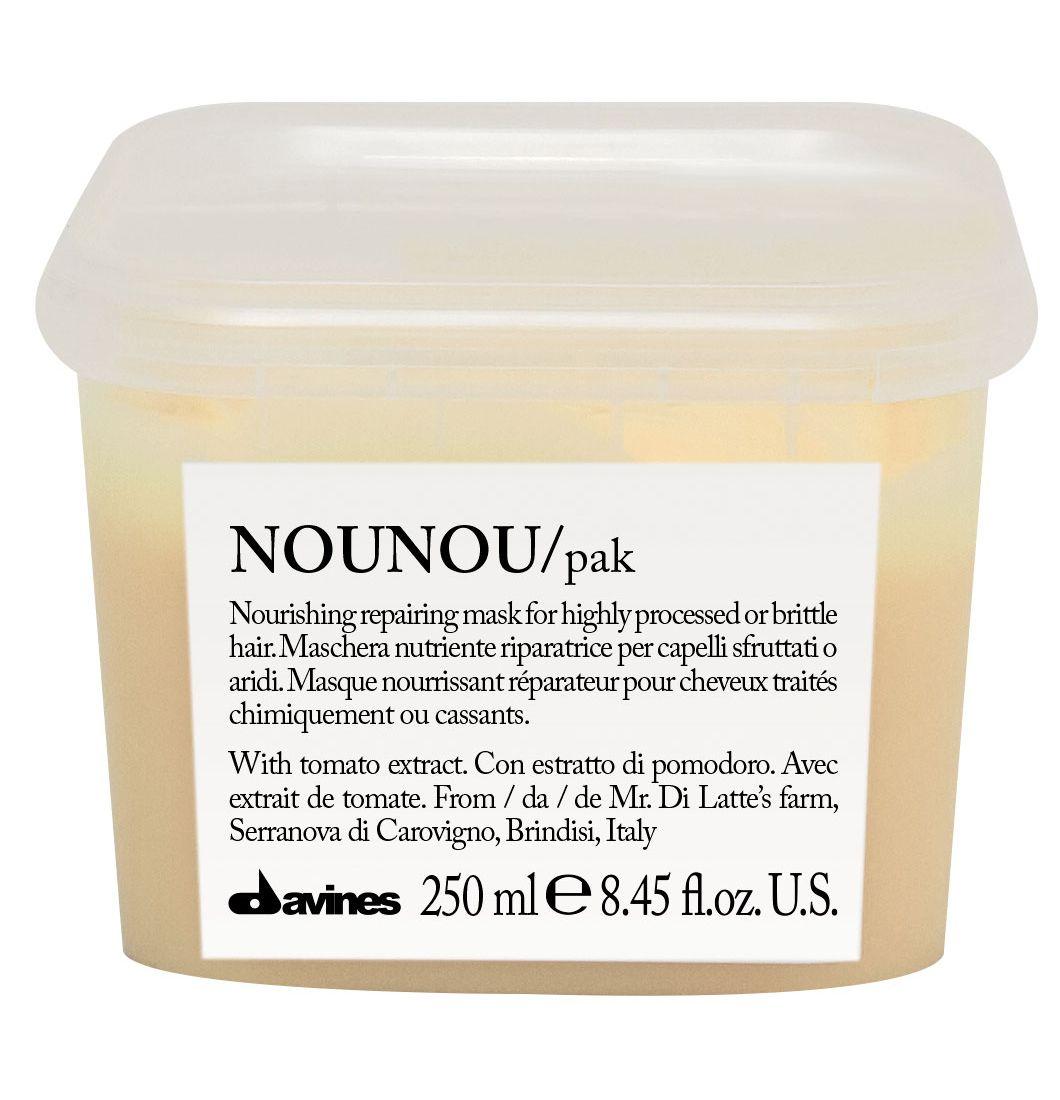 Davines Интенсивная восстанавливающая маска для глубокого питания волос Essential Haircare New NouNou Hair Mask, 250 мл75008Основой этой питательной маски служат особые уникальные свойства помидорок Фьяскетто. Экстракт, полученный из этой ягоды обладает удивительно высокими питательными свойствами. Маска оздоравливает волосы, насыщает их протеинами и углеводами, столь необходимыми для здорового роста. Витамин С в составе препятствует окислению волос, работая как антиоксидант. Сухие и поврежденные кудри обретают утерянные сияние и силу, наполняются здоровьем. Окрашенные локоны насыщаются цветом и силой.