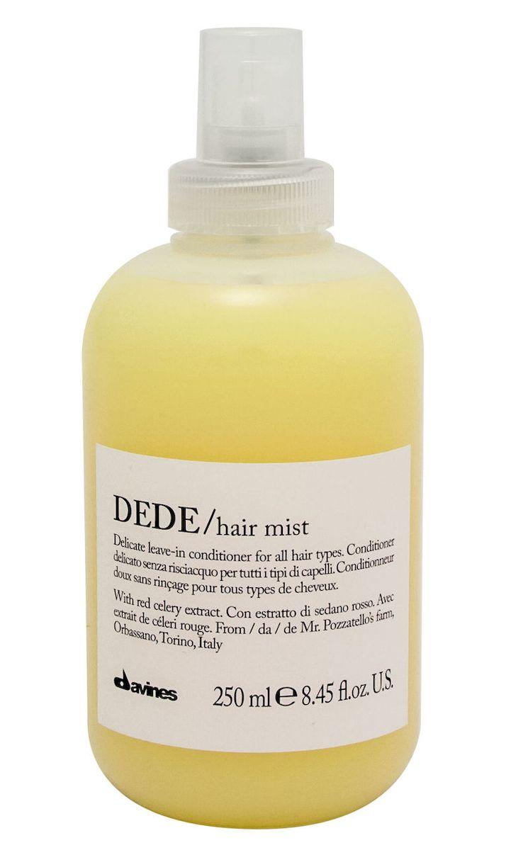 Davines Деликатный несмываемый кондиционер-спрей Essential Haircare New Dede Hair Mist, 250 мл75022Особая серия для бережного очищения волос любого типа. Активный экстракт красного сельдерея восстанавливает и питает локоны. Богатая важными антиоксидантами формула восстанавливает локоны. Минеральные соли, амино кислоты в высокой концентрации обеспечивают благоприятное воздействие на кудри, полностью очищают волосы, дарят им свежесть и чистоту. Применение: Также идеален для использования в качестве лосьона перед стрижкой или для выравнивания пористости волос перед техническими процедурами (химической завивкой, выпрямлением или окрашиванием). Нанести на подсушенные полотенцем волосы после использования шампуня. Перейти к желаемому стайлингу. Семейство DEDE объединяет в себе деликатные продукты для ежедневного использования, которые подойдут для любого типа волос. Средства DEDE содержат экстракт красного сельдерея из Орбассано, выращенного в рамках программы Slow Food Presidium. Формула, насыщенная минеральными солями, оказывает на волосы реминерализующее воздействие. ...