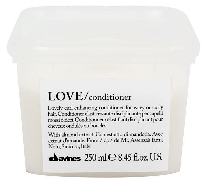 Davines Кондиционер, усиливающий завиток Essential Haircare Love Lovely curl enhancing conditioner, 250 мл75033Кондиционер создан для кудрявых и вьющихся волос, он исключает спутывание, придаёт особую форму каждому завитку. Эластичность и блеск локонам обеспечиваются, благодаря высокомолекулярному составу силиконов. Фисташковое масло увлажняет волосы, а рисовый белок питает их.
