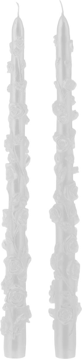 Набор декоративных свечей Win Max Розы, цвет: белый, длина 29 см, 2 шт94406Набор декоративных свечей Win Max Розы представляет собой набор из двух свечей украшенных красивой резьбой в виде роз. Набор упакован в красивую коробку и перевязан лентой. Свечи создают атмосферу уюта и романтики. Яркая свеча будет прекрасным дополнением к вашему празднику. Симпатичный сувенир послужит отличным подарком. Длина свечи: 29 см. Диаметр дна: 1,8 см.