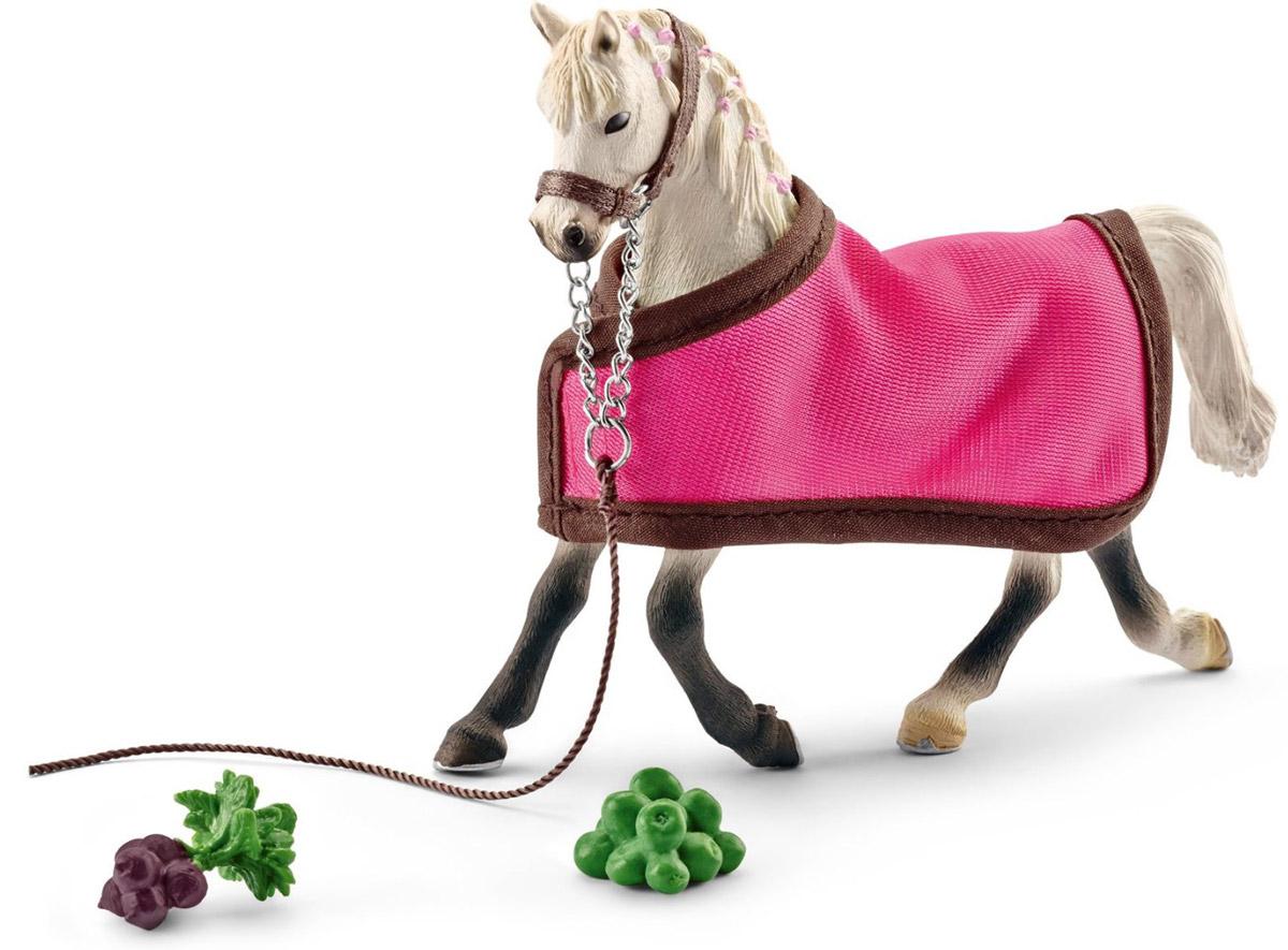 Schleich Фигурка Арабская кобыла с накидкой41447Фигурка Арабская кобыла с накидкой станет прекрасным подарком всем любителям фигурок лошадей от Schleich и замечательным пополнением коллекции. В комплекте с красивой лошадкой имеется розовая накидка и муляжи еды, для того, чтобы лошадь могла подкрепиться перед скачками. Все фигурки Schleich выполнены из гипоаллергенных высокотехнологичных материалов, раскрашены вручную и не вызывают аллергии у ребенка. Порода арабских лошадей была выведена в Аравии. Она отличается превосходной выносливостью из-за постоянной жизни арабов среди суровых пустынь. В день арабские лошади могут проходить до 160 км и прекрасно поддаются дрессировке. Сейчас эта порода является самой популярной в мире и ежегодно завоевывает большое количество различных мировых наград.