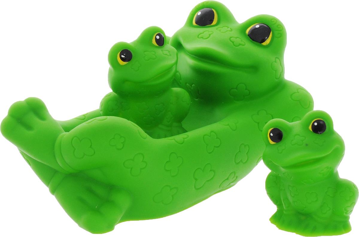 Огонек Набор игрушек для ванной Лягушка с лягушатами 3 штС-715С набором для ванны Огонек Лягушка с лягушатами принимать водные процедуры станет еще веселее и приятнее. Набор включает в себя обаятельное семейство лягушек: маму и 2 детишек. Все составляющие набора приятны на ощупь, имеют удобную для захвата маленькими пальчиками эргономичную форму и быстро сохнут. Забавным дополнением будет возможность игрушек брызгать водой при сжатии. Устраивайте водные сражения! Набор игрушек поможет малышам приспосабливаться к водной среде, а процесс принятия водных процедур сделает веселым и увлекательным.