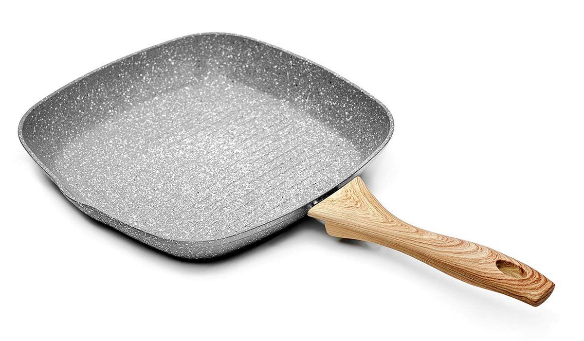 Сковорода-гриль Walmer Stonehenge, с антипригарным покрытием. Диаметр 28 смW10162810Знаменитый Стоунхендж – монументальный и неподвластный времени – теперь на вашей кухне! Новая одноименная коллекция сковород со сверхпрочными частицами, защищающими поверхность от повреждений, не просто эффектно выглядит – она обеспечивает новый уровень комфорта и быстроты приготовления пищи! Коллекция сковород Stonehenge от британского бренда Walmer получила свое название от знаменитого сооружения эпохи древних бриттов и перекликается с оригинальным стилем исполнения линейки. Это настоящий дизайнерский прорыв: едва ли вы где-либо видели подобное - сочетание каменного корпуса, снабженного пятислойным мраморным антипригарным покрытием и стилизованной под дерево ручки создаст уникальную атмосферу на вашей кухне! Изготовленные из прочного и легкого кованого алюминия, сковороды Walmer Stonehenge снабжены антипригарным покрытием особой прочности марки Dyflon, абсолютно безопасным для здоровья. Кроме того, оно содержит особо прочные частицы,...