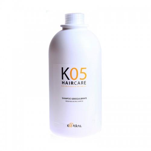 Kaaral Шампунь для восстановления баланса секреции сальных желез К05 Shampoo Seboequilibrante, 1000 мл1060Шампунь для очищения жирной кожи головы. Благодаря входящему в состав маслу чайного дерева и другим активным компонентам, нормализует работу сальных желез. Волосы надолго остаются чистыми и здоровыми.