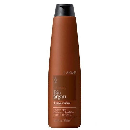 Lakme K.Therapy Bio-Argan Hydrating Shampoo - Шампунь увлажняющий с аргановым маслом 300 мл43004Увлажняющий шампунь со 100% органическим маслом арганы. Не содержит сульфатов. Преимущества: Предотвращает обезвоживание волос. Защищает окрашенные волосы. Деликатно ухаживает за волосами и облегчает расчесывание. Не содержит сульфатов. Для всех типов волос. Активные компоненты: Аргановое масло: высокое содержание линолеиновой кислоты и жирной кислоты омега 6. Увлажнение без жирного эффекта. Предотвращает утрату волосами эластичности и ломкости волос. Придает волосам мягкость, шелковистость и блеск. Натуральный бетанин: Создает на волосах ощущение комфорта. Повышает естественный уровень увлажнения волос. Защищает кожу волосистой части головы от раздражений и агрессивных воздействий окружающей среды. Придает волосам естественный блеск и повышенную эластичность.