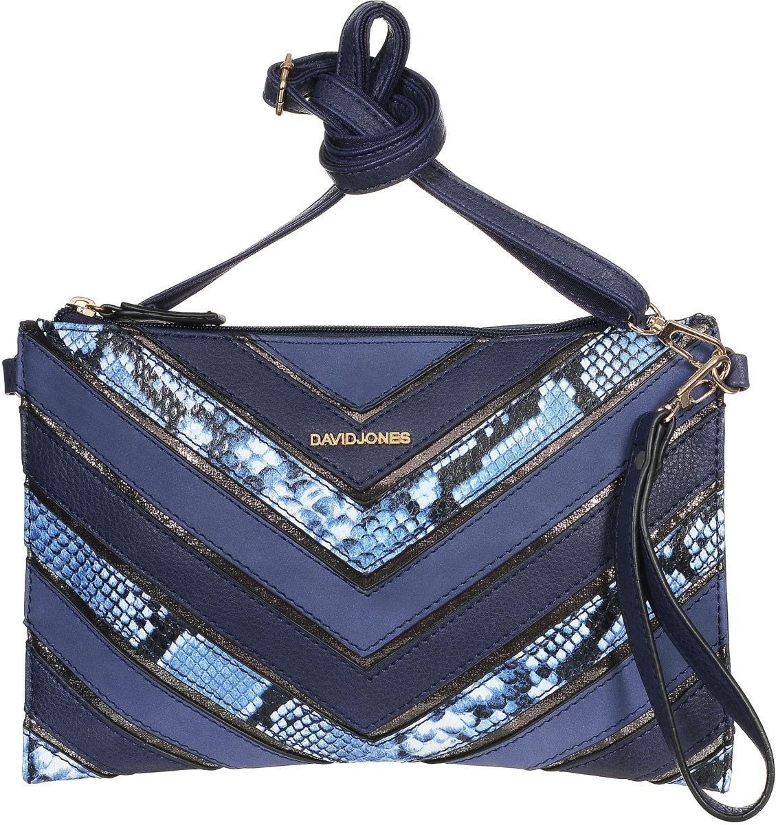 Сумка-клатч женская David Jones, цвет: темно-синий, синий, белый. 5202-15202-1 D/BLUEСтильная женская сумка-клатч David Jones изготовлена из искусственной кожи. Изделие имеет одно основное отделение, которое застегивается на застежку-молнию. Внутри изделия расположены накладной открытый карман и прорезной карман на застежке-молнии. Сумка оснащена съемным регулируемым плечевым ремнем и съемным ремешком на запястье. Роскошная сумка-клатч внесет элегантные нотки в ваш образ и подчеркнет ваше отменное чувство стиля.