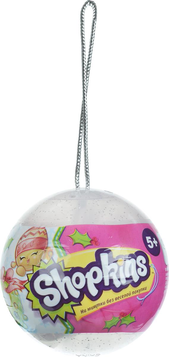 Shopkins Набор фигурок в елочном шаре 2 шт цвет прозрачный56259_прозрачныйДве фигурки Shopkins в елочном шаре - отличное приобретение для ребенка к празднику! Круглый шар с блестками висит на прочной серебристой веревочке, на которую его можно повесить как на новогоднюю елку, так и на любое другое место, чтобы украсить детскую комнату. Внутри шарика ребенок найдет две фигурки Shopkins и руководство коллекционера. Яркие фигурки выглядят очень жизнерадостными. Их добродушные мордашки с маленькими глазками и носиками обязательно привлекут внимание ребенка. Руководство коллекционера поможет понять, кто именно из героев находится в шарике.