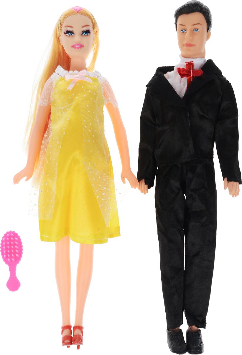 Shantou Набор кукол цвет одежды желтый черный 2 штJ114-H43081_желтый, черныйНабор кукол Shantou непременно понравится вашей малышке. В набор входят две куклы, выполненные в виде счастливой семейной пары. Девушка одета в желтое платье с белым воротничком, мужчина - в черный костюм. Накладной животик куклы можно снять и оттуда появится малыш-пупсик. В комплект также входит расческа, чтобы расчесывать длинные светлые волосы куклы. Ваша малышка с удовольствием будет играть с этим набором, придумывая различные истории.