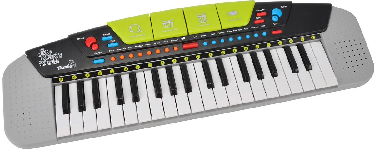 Simba Электросинтезатор6835366Электросинтезатор Simba с помощью которого можно не только создавать различные музыкальные композиции, но и записывать их, а потом прослушивать- бесспорно понравиться юным начинающим музыкантам. В нижней части синтезатора располагаются 37 белых и черных клавиш, а на верхней панели синтезатора есть кнопки, активирующие 8 демо-песен, 8 темпов. Используя различные музыкальные инструменты можно создавать различные мелодии и добавлять в них различные эффекты и звуки ударных инструментов. В комплект включены три батарейки типа AA.