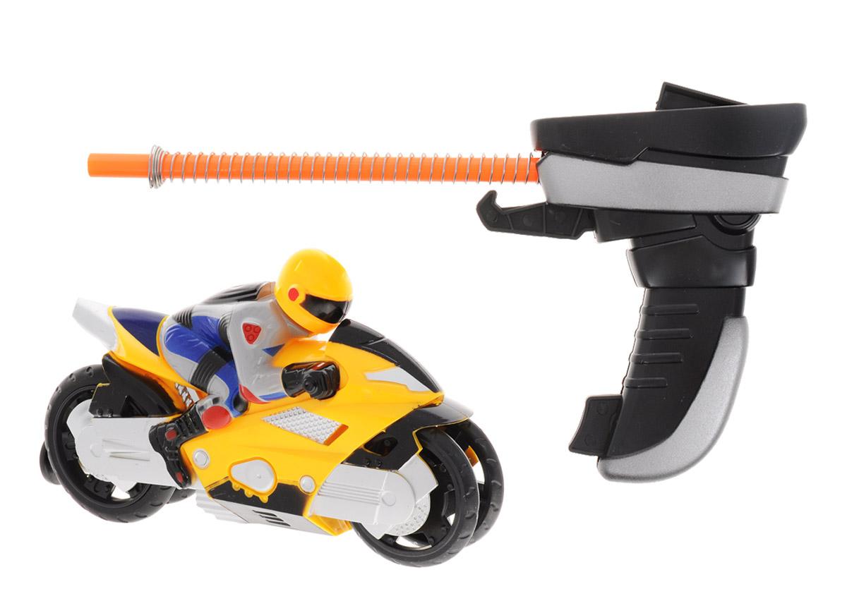Big Motors Мотоцикл Гонщик цвет желтый6009A_желтыйМотоцикл Big Motors Гонщик будет отличным подарком юному гонщику. Игрушка состоит из мотоцикла и пускового устройства. Пусковое устройство внешне похоже на джойстик с трубкой, на которую намотана пружина, и крючком. На задней части мотоцикла есть отверстие: к нему присоединятся трубка (происходит сжатие пружины), и фиксируется крючок. Джойстик с мотоциклом размещается на поверхности (для корректной работы игрушки - желательно на твердой ровной поверхности без коврового покрытия), после чего нажимается кнопка на джойстике, и мотоцикл едет. Мотоцикл разгоняется на 7-8 метров.