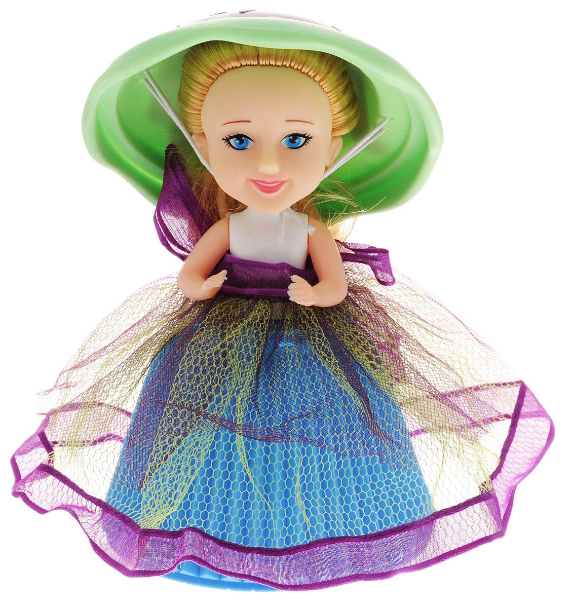PlayMind Мини-кукла Lennie Lemon цвет голубой салатовый39185B_голубой, салатовыйМини-кукла PlayMind Lennie Lemon - это уникальная кукла-капкейк, которая непременно понравится вашей малышке. При помощи несложной трансформации яркий аппетитный кекс превращается в чудесную куколку, а верхушка кекса становится для нее элегантной шляпкой. Голова и ручки куклы подвижны. Длинные мягкие волосы куклы завязаны в пучок. Малышка с удовольствием будет расчесывать их, придумывая различные прически. Соберите коллекцию из 6-ти уникальных кукол-пирожных!