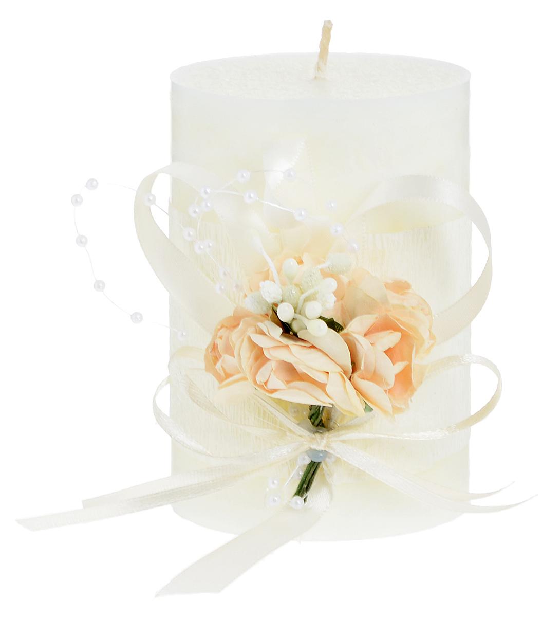 Свеча декоративная Win Max Свадебная, высота 10 см94702Свеча декоративная Win Max Свадебная выполнена из парафина шампанского цвета. Изделие выполнено в форме столбика и декорировано композицией из цветов и ленточек. Свеча будет вас радовать и достойно украсит интерьер. Вы можете поставить свечу в любом месте, где она будет удачно смотреться и радовать глаз. Кроме того, эта свеча - отличный вариант подарка для ваших близких и друзей. Диаметр свечи: 7 см.