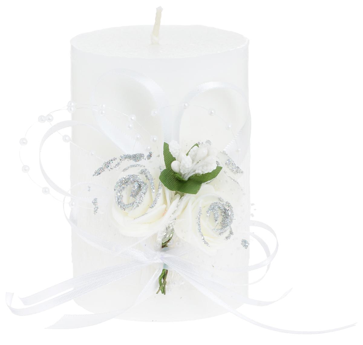 Свеча декоративная Win Max Свадебная, высота 10 см. 9470494704Свеча декоративная Win Max Свадебная выполнена из парафина белого цвета. Изделие выполнено в форме столбика и декорировано композицией из цветов и ленточек. Свеча будет вас радовать и достойно украсит интерьер. Вы можете поставить свечу в любом месте, где она будет удачно смотреться и радовать глаз. Кроме того, эта свеча - отличный вариант подарка для ваших близких и друзей. Диаметр свечи: 7 см.