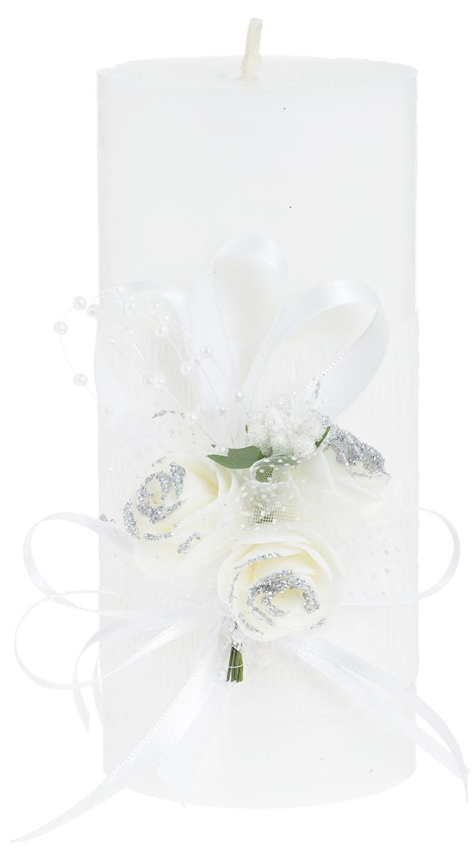 Свеча декоративная Win Max Свадебная, высота 15 см. 9470394703Свеча декоративная Win Max Свадебная выполнена из парафина белого цвета. Изделие выполнено в форме столбика и декорировано композицией из цветов и ленточек. Свеча будет вас радовать и достойно украсит интерьер. Вы можете поставить свечу в любом месте, где она будет удачно смотреться и радовать глаз. Кроме того, эта свеча - отличный вариант подарка для ваших близких и друзей. Диаметр свечи: 7 см.