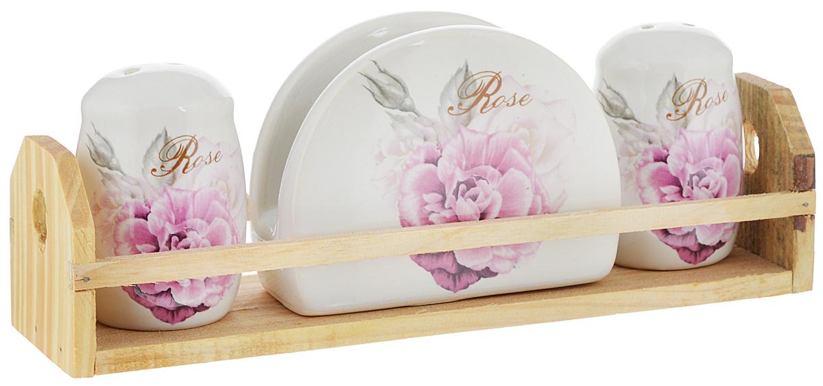 Набор для специй Rosenberg Роза, на подставке, 4 предмета8098-5Набор для специй Rosenberg Роза состоит из двух емкостей для соли и перца, салфетницы и подставки. Изделия выполнены из высококачественной экологически чистой керамики и декорированы красочным изображением роз. Гладкое глазурованное покрытие приятно на ощупь. Набор имеет элегантный современный дизайн. Сочные краски сделают набор отличным дополнением сервировки стола. Размер емкостей: 5 х 5 х 7,5 см. Размер салфетницы: 10 х 4 х 8 см. Размер подставки: 23 х 6 х 6,5 см.