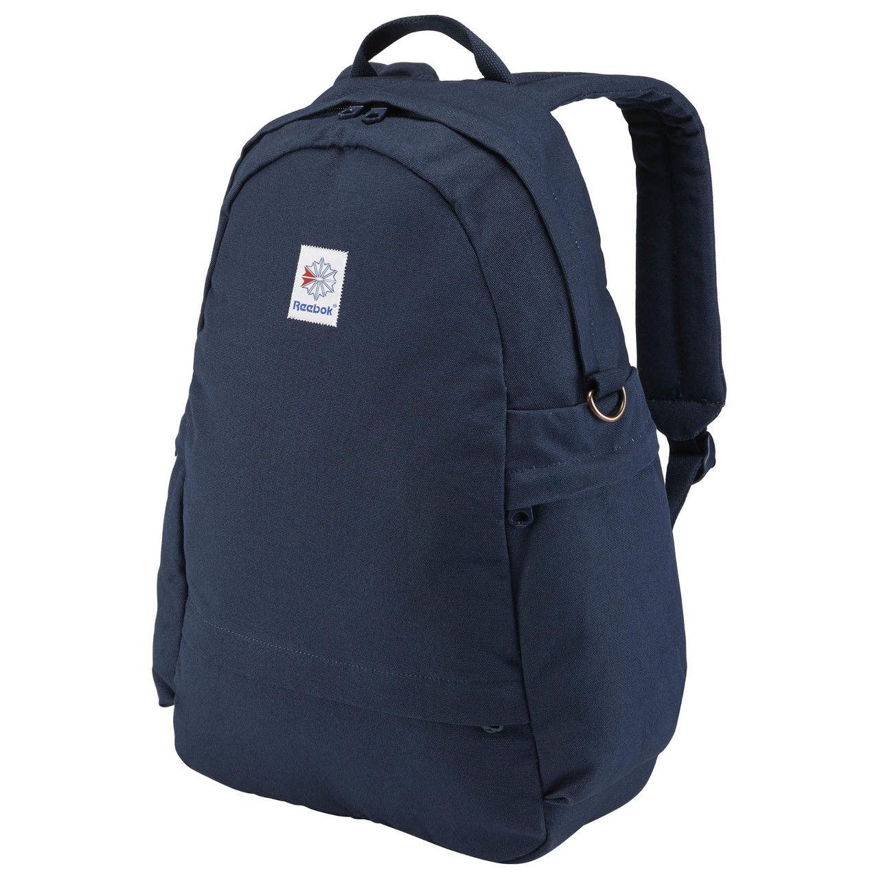 Рюкзак городской Reebok Cl Fo Jwf Backpack, цвет: синий. AX9954AX9954Рюкзак Reebok Cl Fo Jwf Backpack выполнен из текстиля. Этот стильный рюкзак с успехом вместит в себя все необходимое. Отделение для ноутбука поможет всегда быть на связи, просторное основное отделение отлично подходит для хранения одежды и прочих вещей вроде проводов, а мягкие плечевые ремни обеспечивают комфорт.