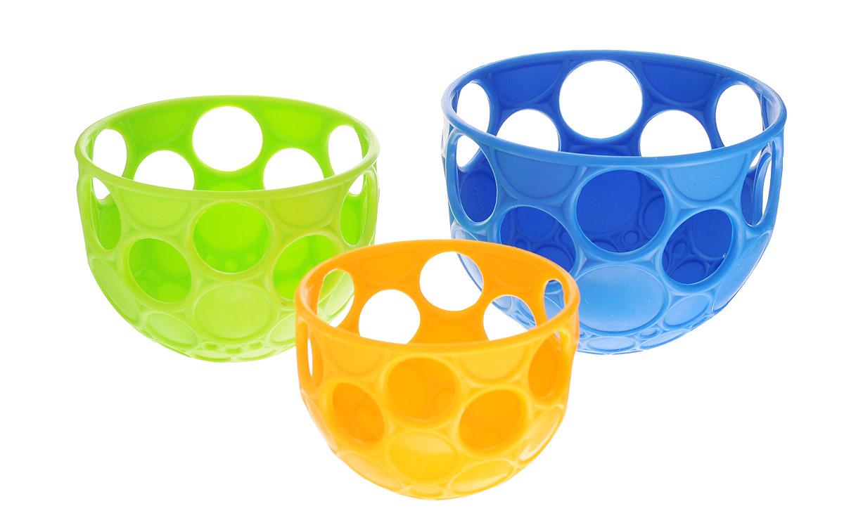 Oball Набор игрушек для ванной Чашечки 3 шт81538Набор игрушек для ванной Oball Чашечки привлечет внимание вашего малыша и не позволит ему скучать. Три яркие чашечки имеют разный размер. Веселое развлечение во время купания! Вода легко выливается через отверстия. Игрушки удобно держать маленькими ручками. Чашечки выполнены из гибкого пластика, приятны на ощупь. Игрушки способствуют развитию мелкой моторики, сенсорного восприятия и воображения.