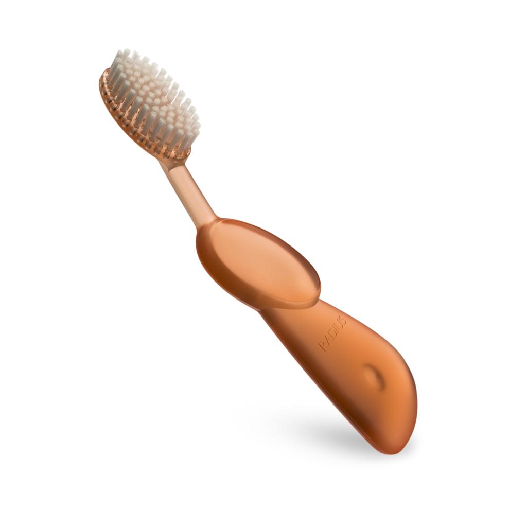 Radius, Зубная щетка для взрослых Original/Toothbrush Original/ оранжевая для правшейR004693Классические зубные щётки, имеющие в 3 раза больше щетинок и удобную ручку для правой или левой руки. Мягкая, широкая головка с веерной щетиной помогает улучшить здоровье десен, массируя десны во время чистки. Широкий спектр - чистка зубов и массаж десен одновременно.
