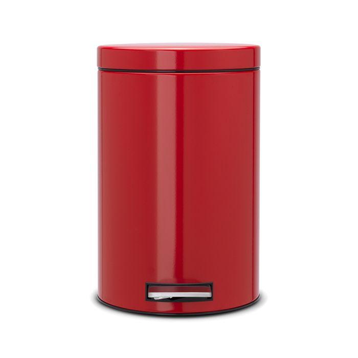 Ведро для мусора с педалью Brabantia 12л, цвет: пламенно-красный105982Педальный бак Brabantia на 12 л поистине универсален и идеально подходит для использования на кухне или в гостиной. Достаточно большой для того, чтобы вместить весь мусор, при этом достаточно компактный для того, чтобы аккуратно разместиться под рабочим столом. Предотвращает распространение запахов - прочная не пропускающая запахи металлическая крышка; Удобный в использовании - при открывании вручную крышка фиксируется в открытом положении, при использовании педали – крышка закрывается автоматически; Надежный педальный механизм, высококачественные коррозионно-стойкие материалы; Удобная очистка - прочное съемное внутреннее пластиковое ведро; Предохранение пола от повреждений - пластиковое защитное основание; Всегда опрятный вид - идеально подходящие по размеру мешки для мусора с завязками (размер C); 10-летняя гарантия Brabantia.