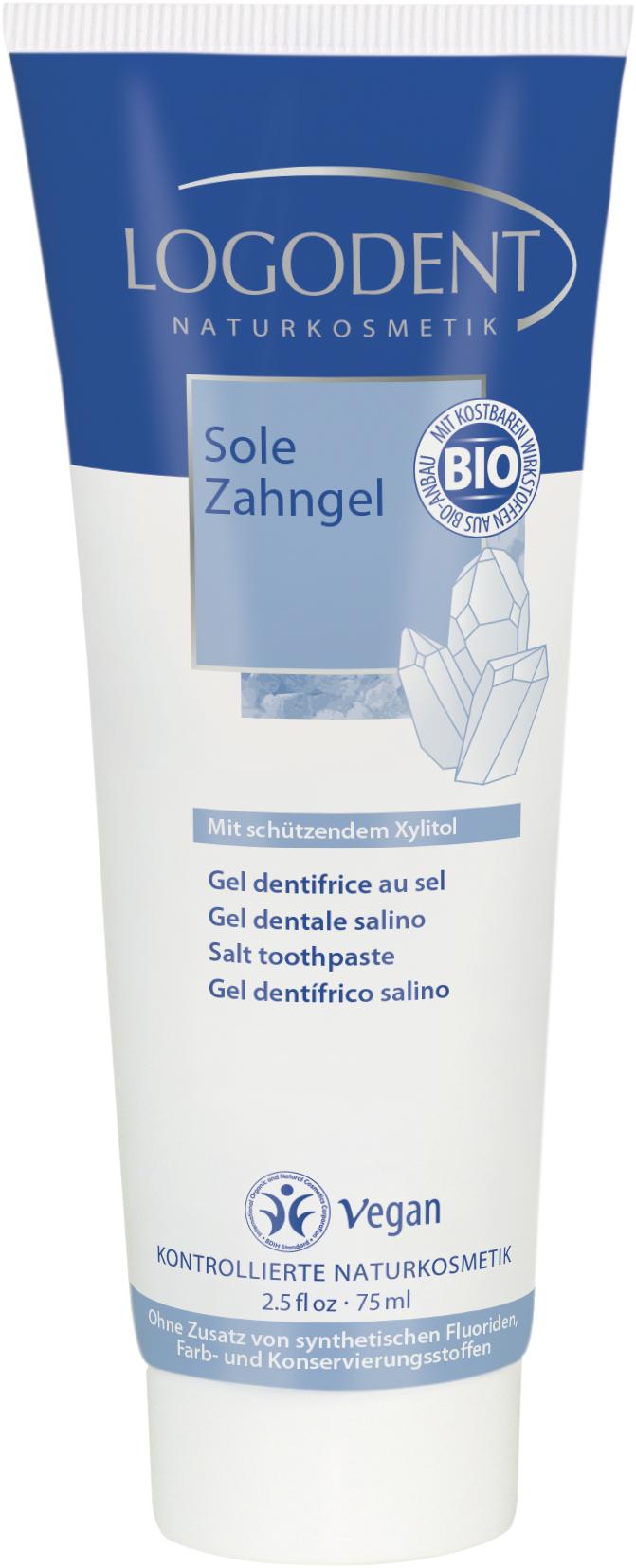 Logodent гелевая зубная паста «Солевая» 75 мл02434С ксилитом для защиты зубов. Активизирует процесс самоочистки полости рта нейтрализует вредные пищевые кислоты поддерживает естественные кислотно-щелочной баланс полости рта. (Ph баланс = 7). Ежедневное использование защищает зубы от кариеса и формирования зубного камня Активные ингредиенты, как морская соль и экстракт органической ромашки и гвоздики дезинфицируют, снимают воспаление, оказывают бактерицидное действие, Без фторидов, синтетических красителей и консервантов Не содержит мяты и ментола. Не ослабляет действия гомеопатических препаратов, рекомендована врачами-гомеопатами