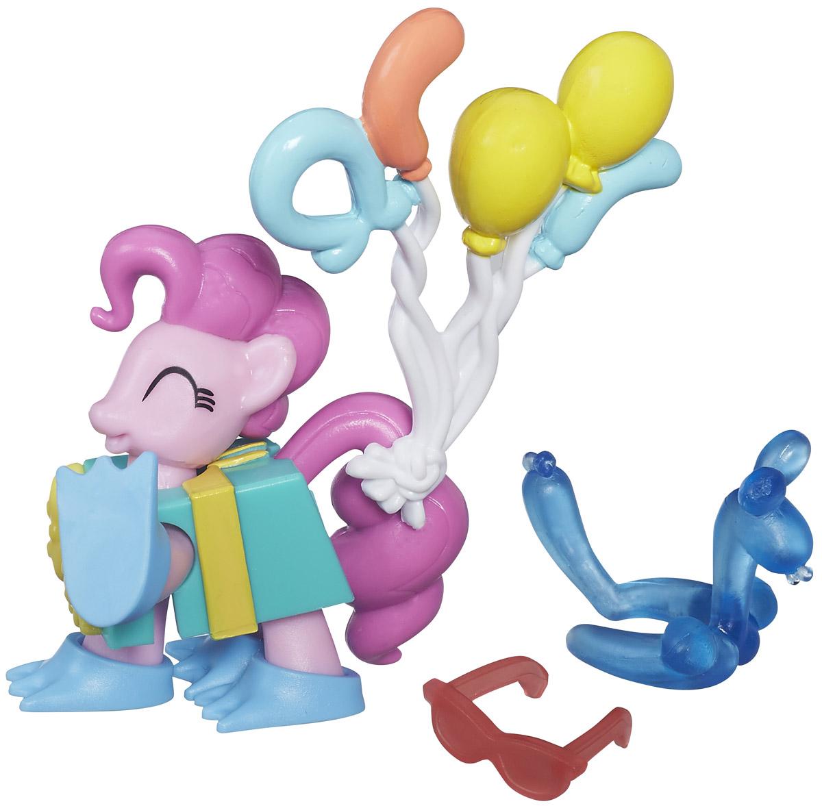 My Little Pony Набор фигурок Pinkie PieB3596EU4_B5389Набор фигурок My Little Pony Pinkie Pie включает в себя фигурку пони Pinkie Pie , одетую в подарочную коробку, связку шариков, очки и сделанную из шариков зверушку. Используя этот набор, можно представлять, как пони Pinkie Pie веселится на празднике или вечеринке. Сделайте вашей малышке такой замечательный подарок!