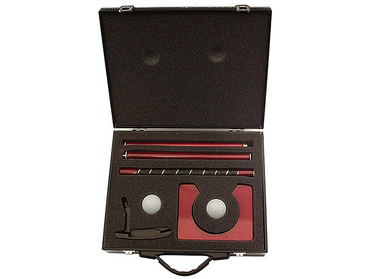 Сувенирный набор Эврика Гольф. 9516295162Компактные наборы для игры в гольф в помещении или на природе упакованы в элегантный кейс, отделанный кожей. Это делает набор не только стильным подарком, но и удобной для переноски вещью. Клюшка разборная, состоит из четырёх завинчивающихся частей. Лунка переносная, деревянная, лакированная. Также в комплект входит два пластиковых мяча. Материал: металл, дерево, кожзаменитель, пластик, полиуретан Упаковка: цветная картонная коробка с ручкой