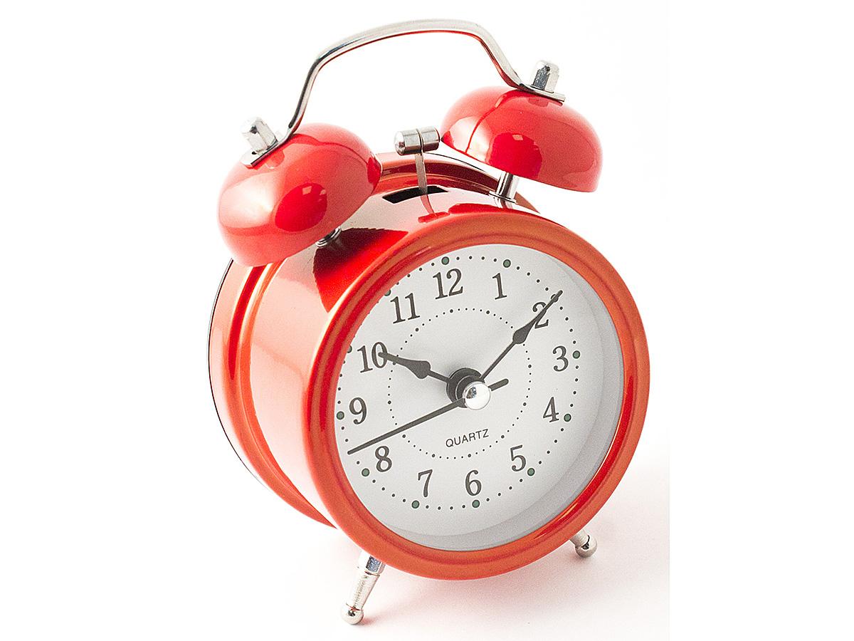 Часы настольные Эврика, цвет: красный, диаметр 7 см97499Настольные часы Эврика изготовлены из металла, циферблат защищен стеклом. Чтобы утро было по-настоящему добрым, встречайте его с веселым будильником. Встроенная подсветка включается кнопкой на задней панели. Классический дизайн будильника с металлическим молоточком и двумя колокольчиками впишется в любую обстановку. Часы могут стать уникальным, полезным подарком для родственников, коллег, знакомых и близких. Тип хода стрелок - прямой, тип механизма - тикающий. Питание осуществляется от двух батареек типа АА.