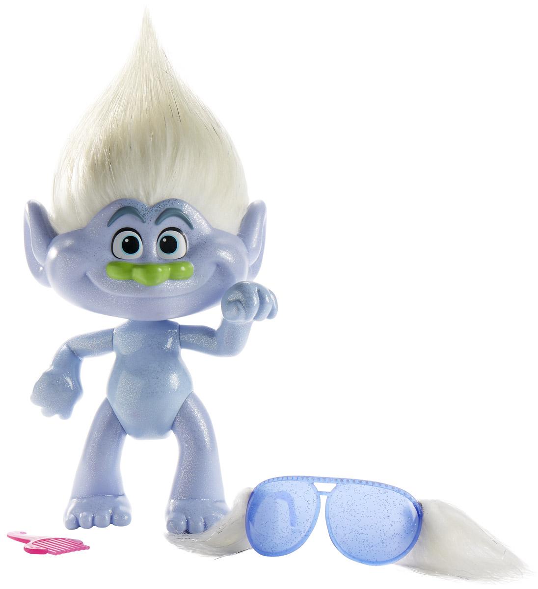 Trolls Большая фигура Тролль Guy Diamond 35 смB8999EU4Фигурка Trolls Тролль Guy Diamond исполнена по мотивам полнометражного мультфильма Trolls. Тело фигурки выполнено из голубого пластика с блестками. Обаятельный тролль имеет милую физиономию с торчащими вверх белыми волосами и зеленым носом. В комплекте с фигуркой входят: расческа, чтобы причесывать своего нового друга и стильные очки. Глаза фигурки тщательно прорисованы. Очаровательная фигурка имеет подвижные части тела и подробно детализирована. Забавная игрушка поднимет настроение и поможет придумать массу интересных сюжетов для занимательной игры, развивая фантазию и воображение ребенка.