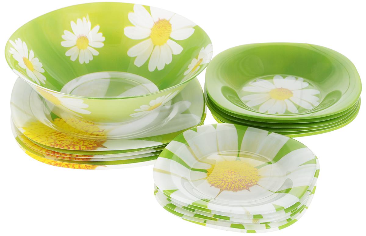 Набор столовой посуды Luminarc Paquerette, 19 предметовJ0633Набор Luminarc Paquerette состоит из 6 суповых тарелок, 6 обеденных тарелок, 6 десертных тарелок и салатника. Изделия выполнены из ударопрочного стекла, имеют классический дизайн с изящным цветочным рисунком. Посуда отличается прочностью, гигиеничностью и долгим сроком службы, она устойчива к появлению царапин и резким перепадам температур. Такой набор прекрасно подойдет как для повседневного использования, так и для праздников или особенных случаев. Набор столовой посуды Luminarc Paquerette - это не только яркий и полезный подарок для родных и близких, это также великолепное дизайнерское решение для вашей кухни или столовой. Изделия можно мыть в посудомоечной машине и использовать в микроволновой печи. Размер суповой тарелки: 21 см х 21 см. Высота суповой тарелки: 3,2 см. Размер обеденной тарелки: 25 см х 25 см. Высота обеденной тарелки: 1 см. Размер десертной тарелки: 18 см х 18 см. Высота десертной...