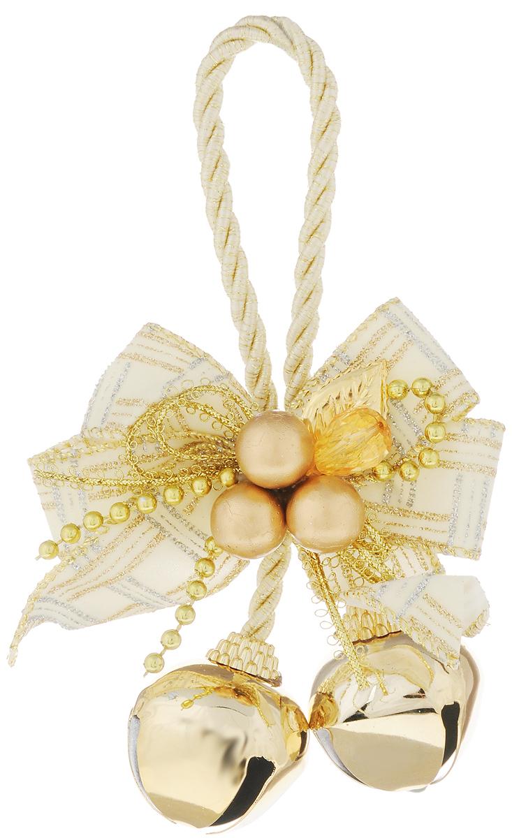 Украшение новогоднее подвесное Magic Time Золотые бубенцы с белым бантиком, высота 10,2 см38603Новогоднее подвесное украшение Magic Time Золотые бубенцы с белым бантиком выполнено из полиэстера и металла в виде бантика с бубенцами. С помощью петельки украшение можно повесить в любом понравившемся вам месте. Но, конечно, удачнее всего оно будет смотреться на праздничной елке. Елочная игрушка - символ Нового года. Она несет в себе волшебство и красоту праздника. Создайте в своем доме атмосферу веселья и радости, украшая новогоднюю елку нарядными игрушками, которые будут из года в год накапливать теплоту воспоминаний.