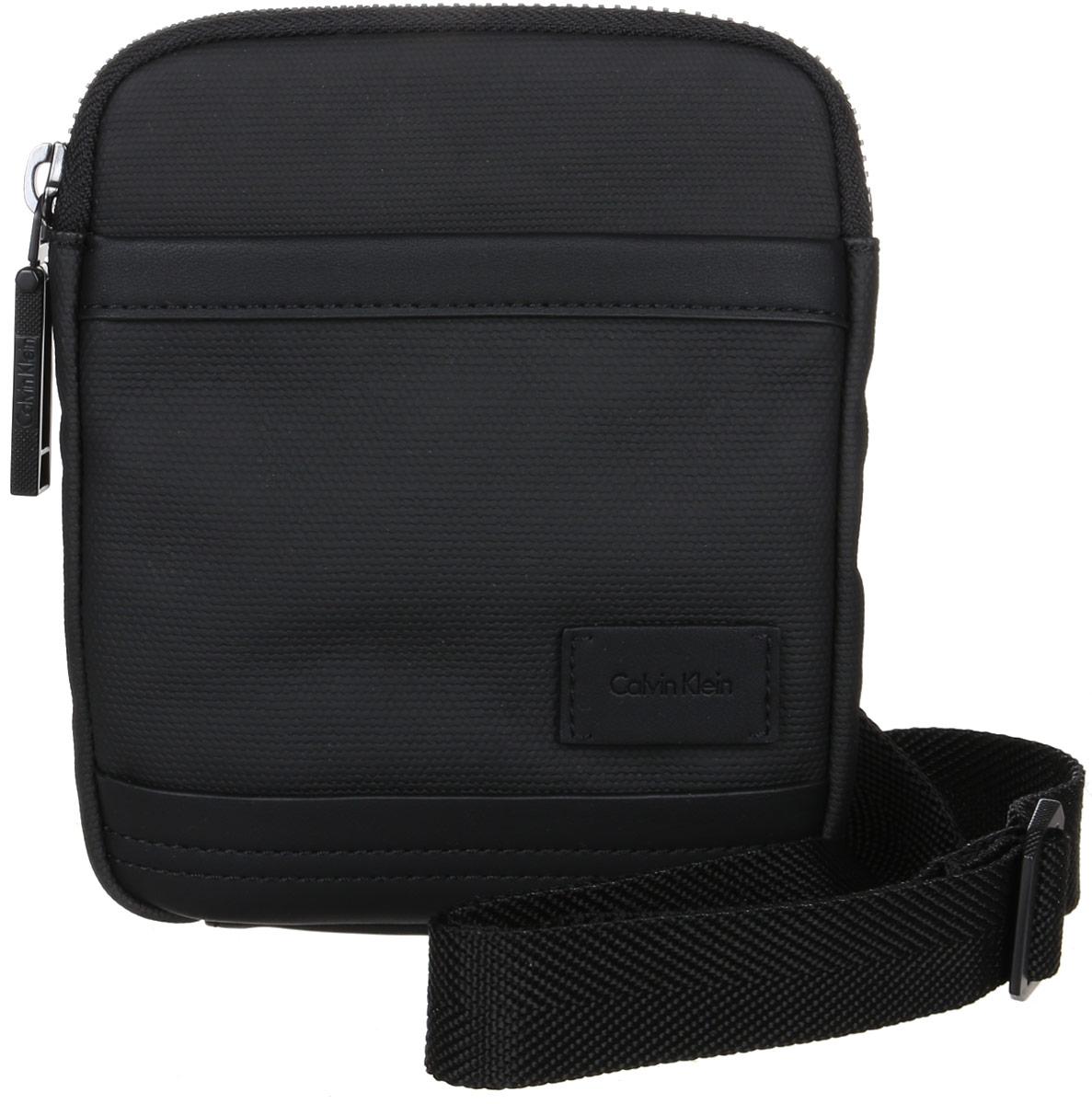 Сумка мужская Calvin Klein Jeans, цвет: черный. K50K501984_001K50K501984_001Стильная сумка Calvin Klein Jeans выполнена из хлопка и полиуретана, оформлена небольшой нашивкой с названием бренда. Изделие содержит одно отделение, которое закрывается на застежку-молнию. Внутри расположены один накладной открытый карман и один прорезной на застежке-молнии. Спереди расположен один открытый накладной карман. Сумка оснащена плечевым ремнем регулируемой длины. В комплекте с изделием поставляется чехол для хранения.