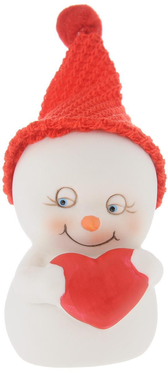 Фигурка новогодняя Феникс-Презент Влюбленный, высота 8,2 см38336Новогодняя фигурка Феникс-презент Влюбленный выполнена в виде фигурки снеговика с сердечком. Такая фигурка поможет вам украсить дом в преддверии Нового года, а также станет приятным подарком, который надолго сохранит память этого волшебного времени года. Новогодние украшения всегда несут в себе волшебство и красоту праздника. Создайте в своем доме атмосферу тепла, веселья и радости, украшая его всей семьей. Материал: керамика. Размеры: 5,5 х 5,7 х 8,2 см.