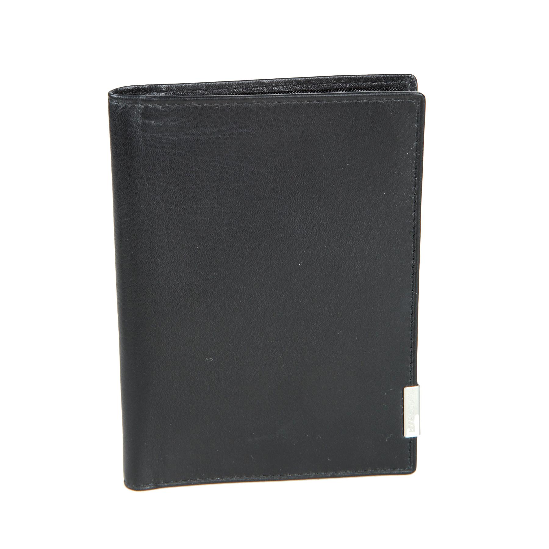 Обложка для автодокументов мужская Bodenschatz, цвет: черный. 8-4148-414 blackОбложка для автодокументов мужская Bodenschatz выполнена из натуральной кожи. Модель раскладывается вертикально, внутри два пластиковых файла для водительских документов, сетчатый карман, четыре кармашка для пластиковых карт.