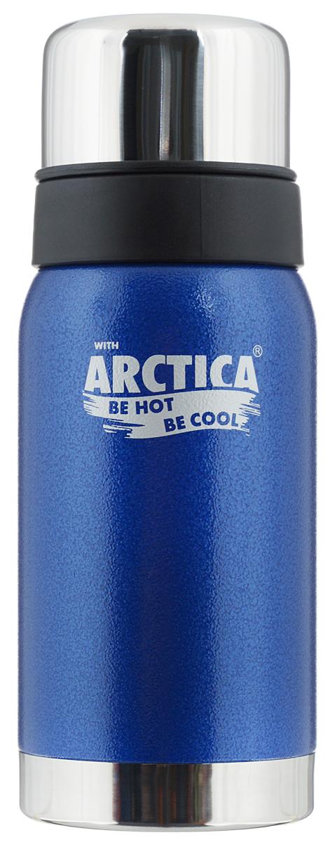 Термос Арктика, цвет: синий, стальной, 0,5 л. 106-500106-500 синийТрадиционный дизайн обрамленный в классические цвета американского термоса Арктика радует глаз. Этот термос с узким горлом обладает приятной эргономикой и отлично лежит в руке. Яркая краска на корпусе - это особая молотковая эмаль, повредить которую получится не у всякого. Вкупе с прочной пищевой нержавеющей сталью это покрытие надежно охраняет самое ценное в термосе - вакуум между стенками корпуса и колбы. Вакуум, в свою очередь, надежно оберегает содержимое термоса от нагрева или охлаждения - круглый год он будет вам надежным товарищем и верным спутником. Крышка разделяется на 2 сосуда, которые можно использовать в качестве стаканов. Диаметр горлышка: 4,4 см. Диаметр основания: 7,8 см. Высота термоса (с учетом крышки): 21 см. Время сохранения температуры (холодной и горячей): 24 часа.