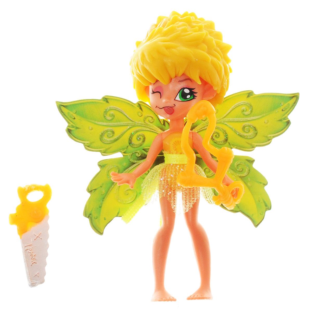 Lanard Фигурка Данди Фея Летнего Сада84201-1Фигурка Lanard Данди. Фея Летнего Сада - это обаятельный сказочный персонаж, который непременно понравится каждой девочке. Милая фея познакомит девочку с волшебным миром, в котором она живет, и посвятит малышку во все тайны жизни своего прекрасного сада. Данди отважная и немного озорная фея, она часто пользуется рогаткой и пилой для деревьев. У феи зеленые крылышки с блестками и прозрачная юбочка. Голова, ручки и ножки двигаются. Очаровательная фея надолго завладеет вниманием ребенка, а входящие в набор аксессуары разнообразят игровой процесс.