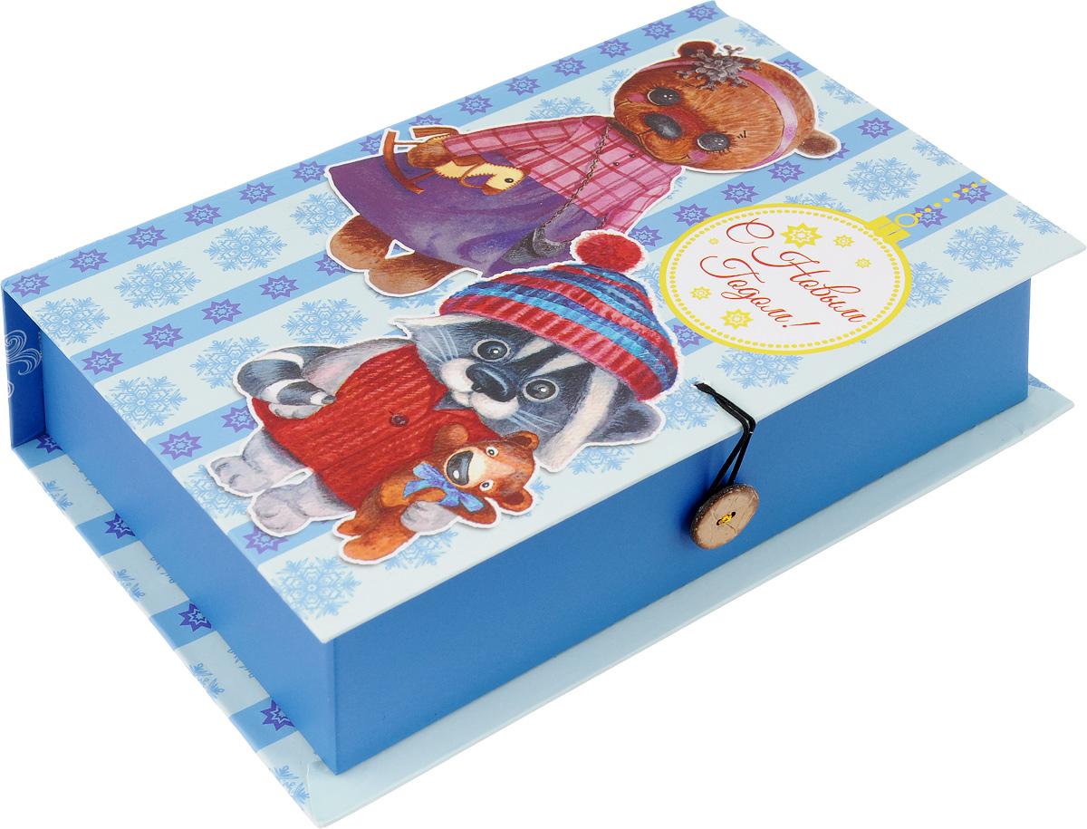 Коробка подарочная Феникс-Презент Милые игрушки, 20 х 14 х 6 см41777Подарочная коробка Феникс-Презент Милые игрушки, выполненная из плотного картона, закрывается на пуговицу. Крышка оформлена ярким изображением и надписью С Новым годом!. Подарочная коробка - это наилучшее решение, если вы хотите порадовать ваших близких и создать праздничное настроение, ведь подарок, преподнесенный в оригинальной упаковке, всегда будет самым эффектным и запоминающимся. Окружите близких людей вниманием и заботой, вручив презент в нарядном, праздничном оформлении. Плотность картона: 1100 г/м2.