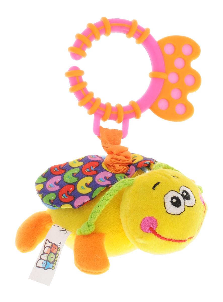 Bondibon Игрушка-подвеска Стрекоза цвет желтыйВВ1297_желтыйМягкая развивающая игрушка Стрекоза изготовлена из ярких тканей разных цветов и разной фактуры. Как же весело и интересно ее рассматривать! Но держать ее в маленьких ручках еще интереснее, ведь она таит в себе столько приятных сюрпризов и удивительных открытий! Игрушка представляет собой симпатичное насекомое на веревочке-растяжке. Веревочка с игрушкой способна растягиваться и сжиматься. При сжатии веревочки, игрушка забавно вибрирует. Внутри крылышек спрятаны шуршащие элементы. В голове стрекозы имеется элемент погремушки. Стрекозу можно использовать в качестве подвески над кроваткой или коляской, подвесив за практичное пластиковое кольцо. Яркая игрушка формирует тактильные ощущения, восприятие звуков, цветов и форм. В процессе игры развивается мелкая моторика и воображение вашего ребенка.