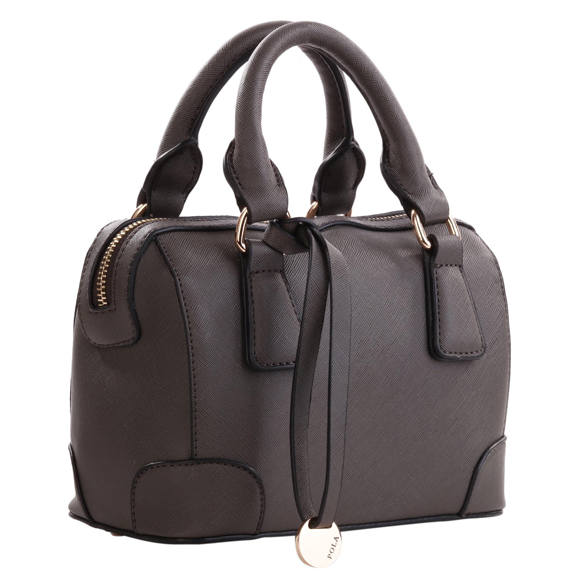 Сумка женская Pola, цвет: темно-серый. 82788278Стильная сумка Pola выполнена из высококачественной искусственной кожи зернистой текстуры и оформлена подвеской с фирменной металлической пластинкой. Изделие дополнено металлическими ножками, которые предотвратят повреждение дна сумки. Также сумка оснащена двумя удобными ручками и съемным плечевым ремнем, длина которого регулируется с помощью пряжки. Изделие закрывается с помощью удобной застежки-молнии. Внутри расположено главное отделение, которое содержит один открытый накладной карман для телефона и мелочей и один вшитый карман на молнии.