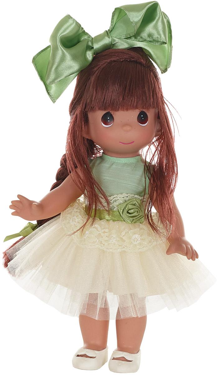 Precious Moments Кукла Великолепная Лилу брюнетка6573Коллекция кукол Precious Moments высотой 30 см насчитывает на сегодняшний день более 600 видов. Куклы изготавливаются целиком из винила и имеют пять базовых точек артикуляции. Каждый год в коллекцию добавляются все новые и новые модели. Каждая кукла имеет свой неповторимый образ и характер. Она - хранитель драгоценных моментов – может быть подарком на память о каком-либо событии в жизни. Куклы выполнены с любовью и нежностью, которую дарит нам известная волшебница – создатель кукол Линда Рик!