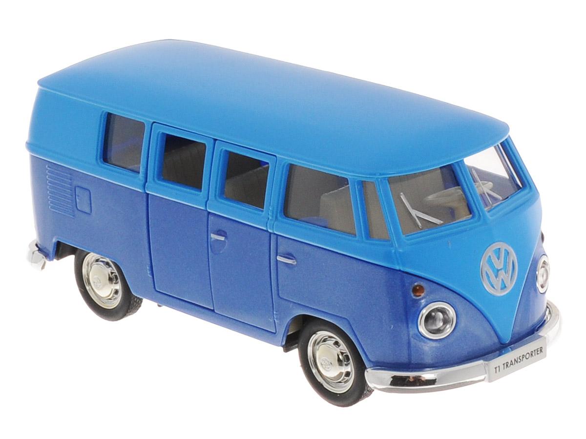Uni-Fortune Toys Модель автобуса Volkswagen T1 Transporter цвет голубой синий554025M(K)_голубой, синийМодель автобуса Uni-Fortune Toys Volkswagen T1 Transporter привлечет внимание не только ребенка, но и взрослого. Модель является точной уменьшенной копией пассажирского автобуса компании Volkswagen в масштабе 1/32. Корпус автобуса выполнен из металла и пластика. Модель оснащена инерционным механизмом. Чтобы привести игрушку в движение, необходимо отвести ее назад, затем отпустить - и она быстро поедет вперед. Прорезиненные колеса обеспечивают надежное сцепление с любой поверхностью пола. Двери автобуса открываются. Такая замечательная модель компактного размера позволит ребенку разыграть множество игровых ситуаций.