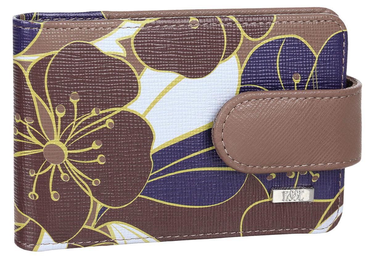 Визитница женская Esse Линда, цвет: коричневый. GLND00-00KN00-FH013O-K100GLND00-00KN00-FH013O-K100Женская визитница Esse Линда выполнена из высококачественной натуральной кожи и оформлена цветочным принтом. Внутри можно разместить двадцать дисконтных карт. Удобная выемка на пластиковом кармане позволяет быстро и легко достать необходимую карту. Изделие закрывается на хлястик с кнопкой. Такая визитница станет отличным подарком для человека, ценящего качественные и практичные вещи.