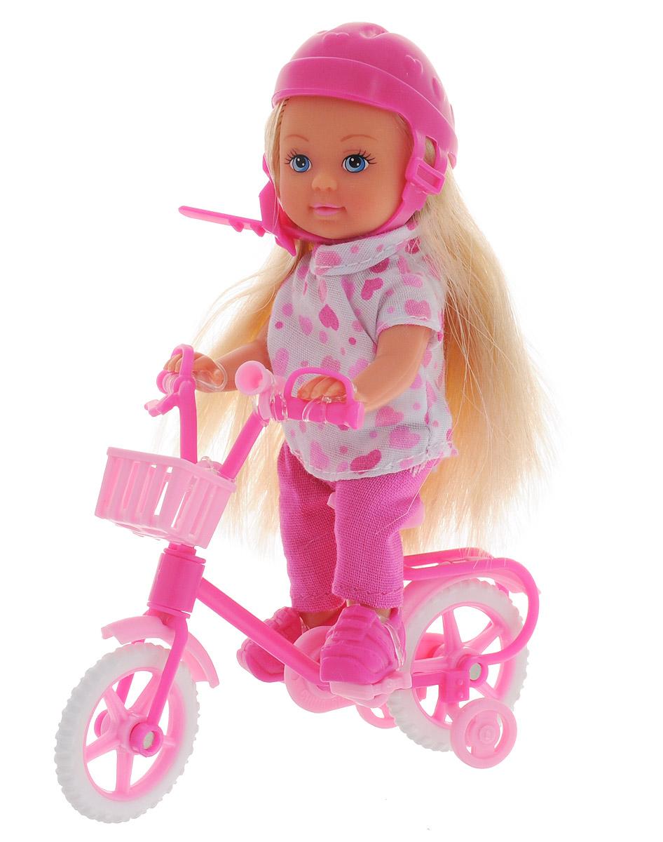 Simba Кукла Еви на горном велосипеде5731715Кукла Simba Еви на велосипеде порадует любую девочку и надолго увлечет ее. Для летней поездки на велосипеде в наборе с куколкой есть все необходимое: велосипед с клаксоном, защитный шлем и корзинка для вещей. Еви весело проводит время, катаясь на своем любимом велосипеде. Кукла одета в красивую белую футболку с сердечками и в розовые штанишки, а на ногах милые ботиночки. Руки, ноги и голова куклы подвижны, благодаря чему ей можно придавать разнообразные позы. Игры с куклой способствуют эмоциональному развитию, помогают формировать воображение и художественный вкус, а также разовьют в вашей малышке чувство ответственности и заботы. Великолепное качество исполнения делают эту куколку чудесным подарком к любому празднику.